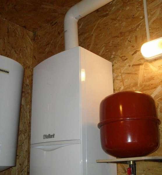 Пример газового котла без дымохода с отводом отработанного воздуха при помощи коаксиальной трубы