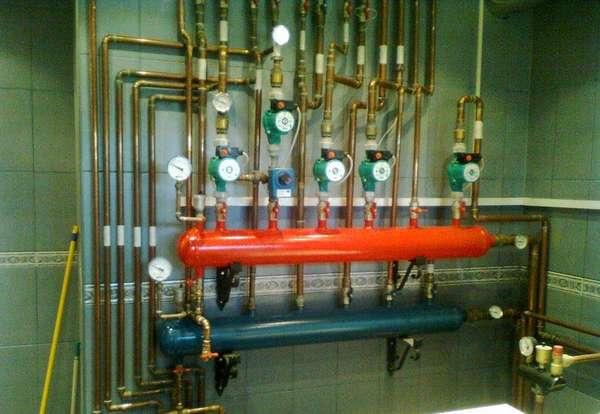 Вот так и выглядит стандартная коллекторная система отопления