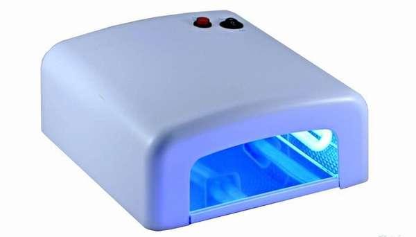 Сквозь такую УФ лампу нужно пропустить шланг с водой от компрессора