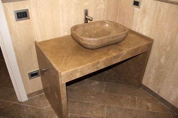 Каменная столешница под накладную раковину – самая практичная и прочная