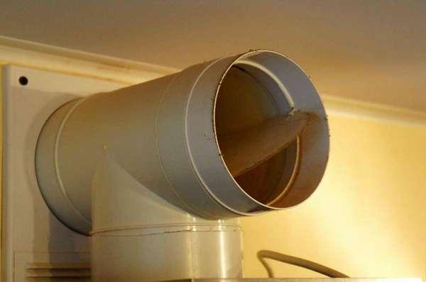 Обратный клапан на вентиляции лишним точно не будет