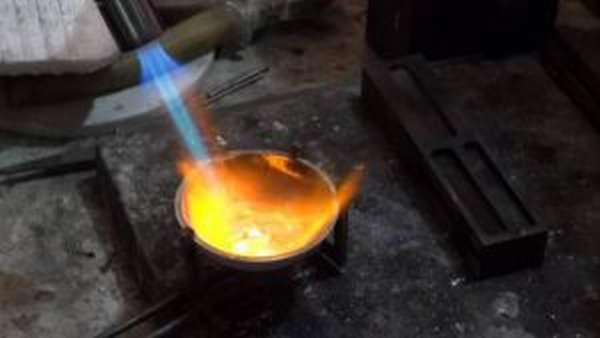Какую максимальную температуру может выдавать газовая горелка?