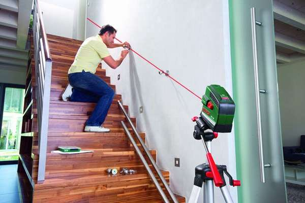 Лазерный уровень Bosh PSL 10 Set - помогает изменить угол зрения во время ремонтных работ
