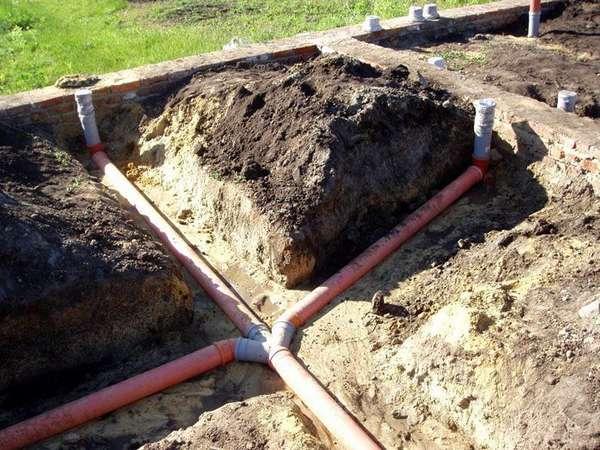 Разводку основных стояков лучше производить на этапе начального строительства