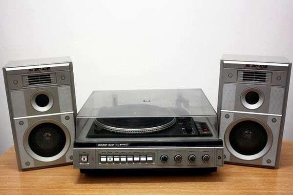 Эта техника предназначена для прослушивания записей, созданных на виниловых пластинках