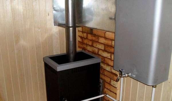 Выносной бак может находится в одном помещении с печью или в разных