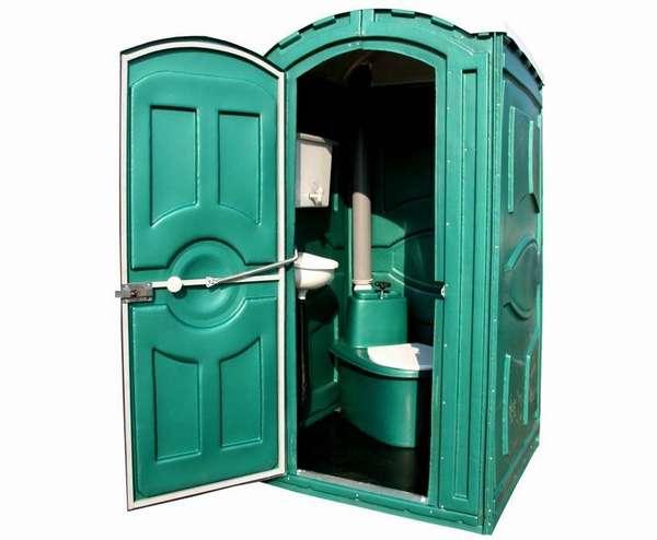Выглядит пластиковый туалет вполне эстетично