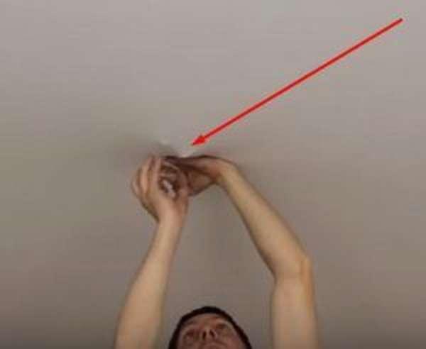 Исключаем опасность обрушения, или Как повесить люстру на натяжной потолок