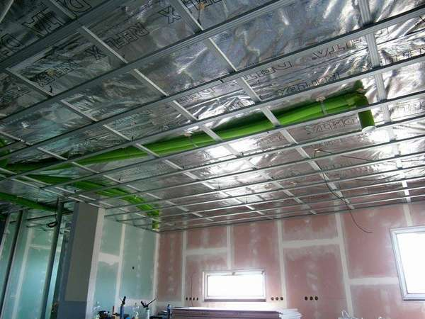 Вот так выглядит вентиляция, спрятанная за подвесным потолком