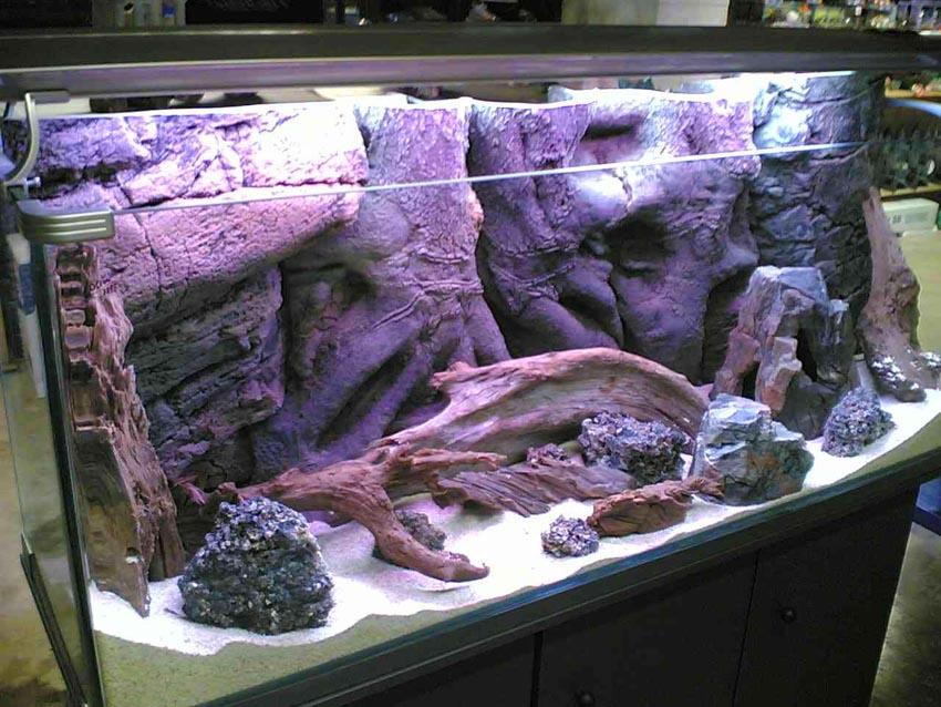Декорация камнем и корягами