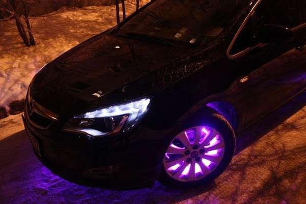Так можно украсить колёсные диски автомашины − в темноте смотрится идеально