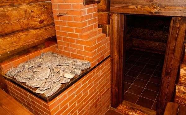 Основательная печь из кирпича украсит любой интерьер