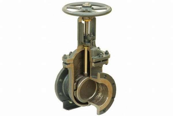 Как подобрать правильную запорную арматуру для водопровода и самостоятельно ее смонтировать?