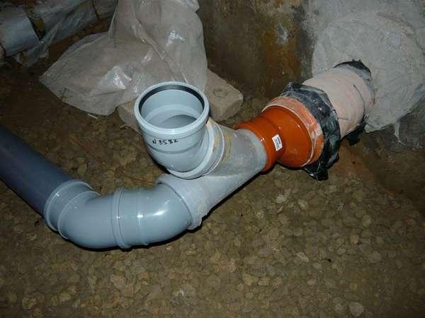 Цвет канализационных труб и отводов никакой роли не играет