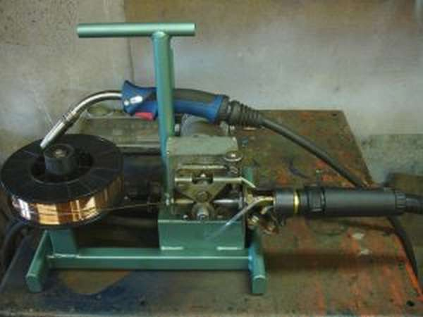 Механизм и устройство подачи проволоки для полуавтомата