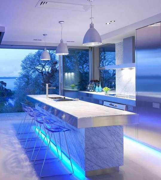 Современный интерьер дома со светодиодным освещением