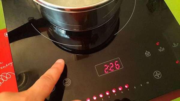 Относительно низкая температура поверхности индукционной варочной панели предотвращает ожоги