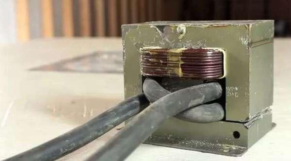 Перемотанный и готовый к работе трансформатор для точечной сварки.