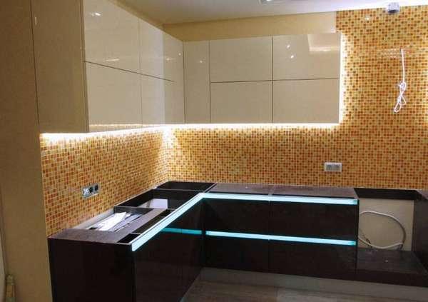 Освещение кухонных шкафов с помощью светодиодной ленты
