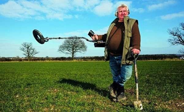 С таким металлоискателем лопата пригодится только тогда, когда вы найдёте именно то, что искали