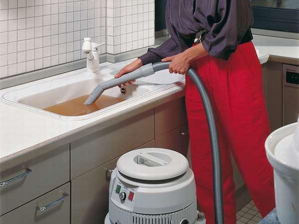 устранение пробок в трубе пылесосом