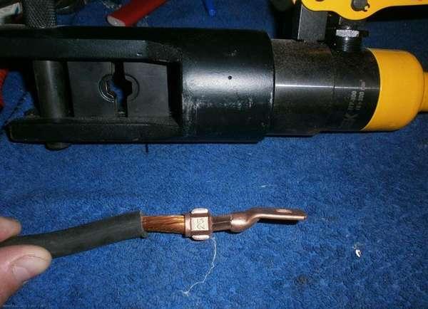 Неправильная обжимка кабеля. Изоляция зачищается вровень с краем трубки