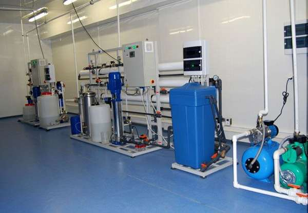 Промышленная установка обратного осмоса, для дома данная система не используется из-за высокой стоимости