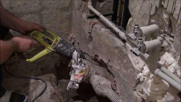 вскрытие бетонной стяжки перфоратором