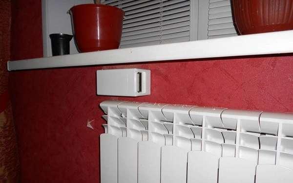 Типичное место правильной установки приточной вентиляции в квартире с фильтрацией – над радиатором системы отопления