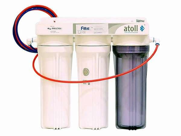 Типичный проточный фильтр для воды под мойку
