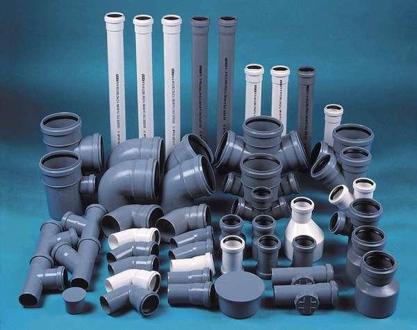 Пластиковые трубы выпускаются всех типоразмеров, которые могут понадобиться при монтаже, поэтому проблем при покупке не возникнет