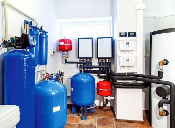 Допускается установка нескольких гидробаков в одну систему