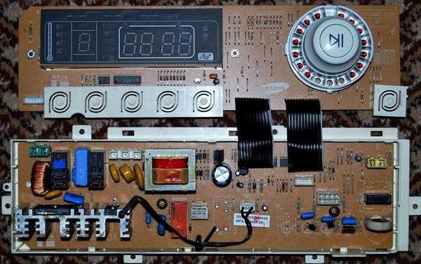 В современных стиральных машинах с сушкой устанавливают электронные блоки