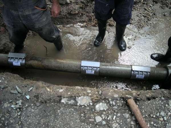 Такие сантехнические изделия позволяют отремонтировать магистраль без производства сварных работ