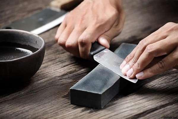 Точильный камень – первый точильный инструмент для заточки, который тысячелетиями справлялся со своими задачами