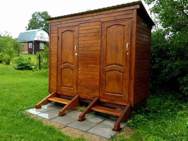 В этой симпатичной конструкции туалет дополнен хозяйственным помещением