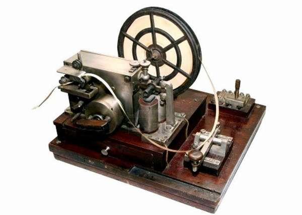 В таком аппарате было впервые использовано электромеханическое реле
