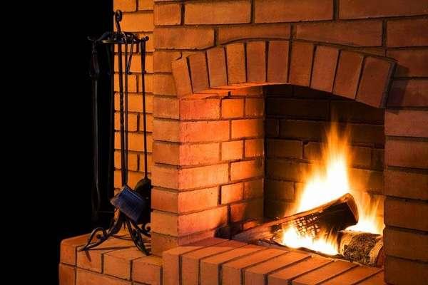 Угловойкамин-печка для дачи длительного горения из кирпича