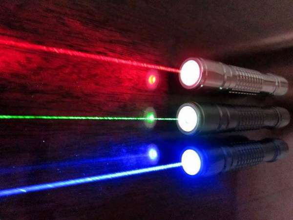 Фонари на диодах со специальными линзами светят на расстояние до 3 км