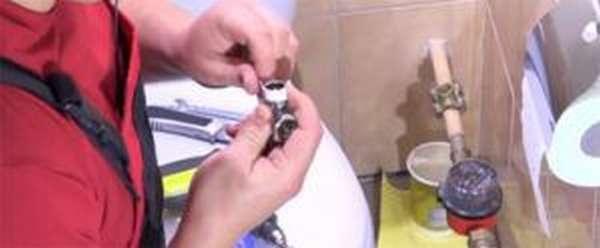 Уплотнение резьбы крана
