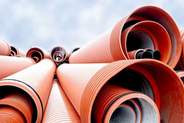Трубы для наружной канализации в ряд