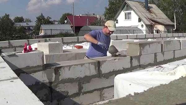 Как сделать дом из пеноблоков: технология постройки, плюсы и минусы
