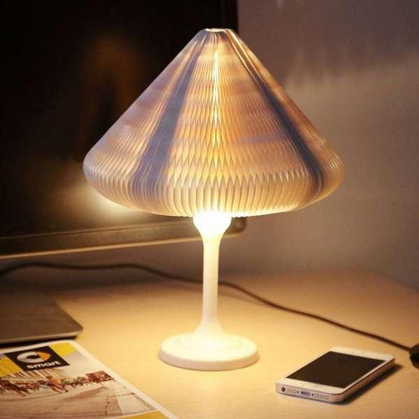 Осветительный прибор с бумажным абажуром создает необычное романтичное освещение в комнате в темное время суток