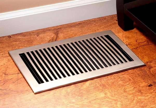 Для вентиляции под полом в частном доме не забывайте использовать защитные решетки и водоотводы
