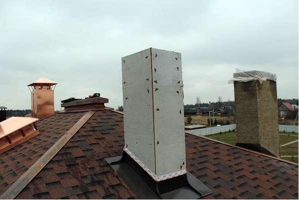 Зачем нужен короб для дымохода на крышу и как самостоятельно его сделать?