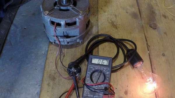 При вращении двигатель стиральной машины вырабатывает электрическую энергию