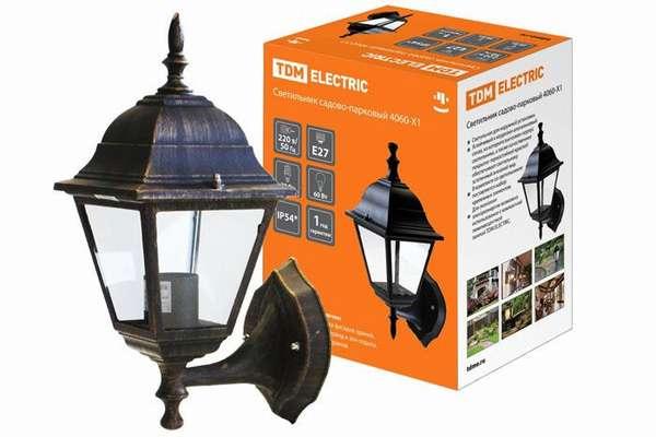 Такие светильники светодиодные настенные для внутреннего и внешнего освещенияфиксируют на вертикальных поверхностях
