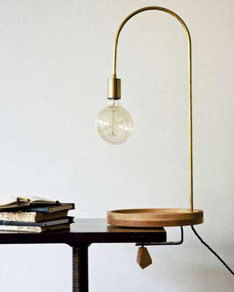 Лампа струбцинного типа с деревянными элементами в стиле лофт