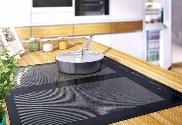 Точно устанавливать посуду на такой панели необязательно