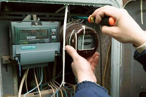 Все работы с электричеством нужно производить только при снятом напряжении